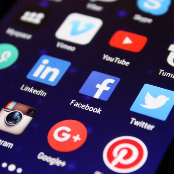 Bulgarian banks assume diversified approaches to retaining trust on social media
